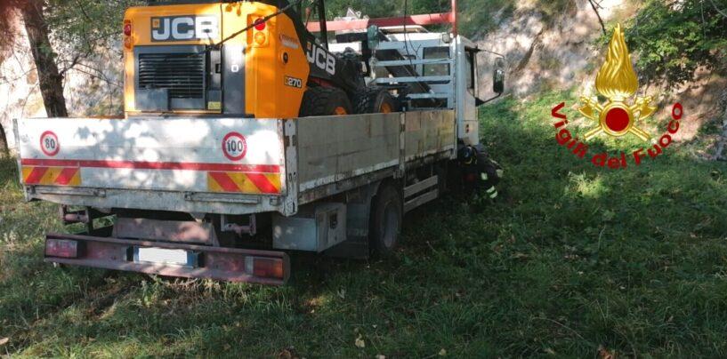 Bagnoli Irpino: automezzo finisce fuori strada
