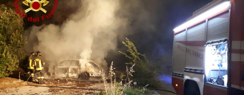 Sorbo Serpico, auto in fiamme nella notte