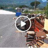 Video/A campo Genova una discarica a cielo aperto, rifiuti abbandonati nel piazzale