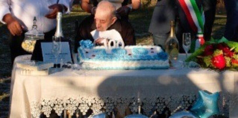 Guardia Lombardi: il sindaco e la giunta donano una targa a Francesco Montemarano per i suoi 100 anni