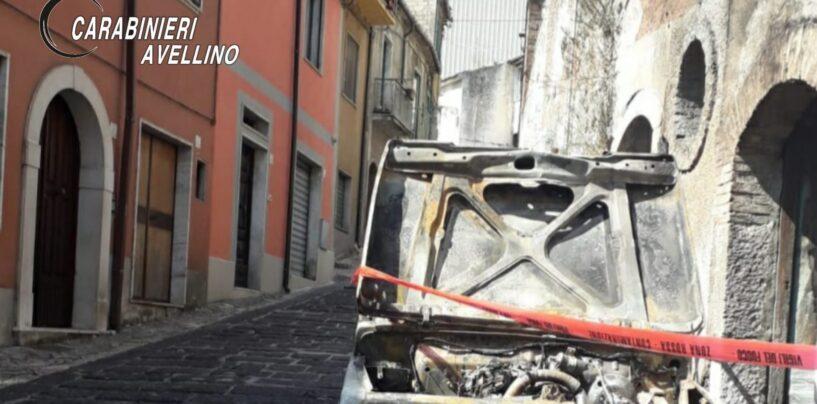 Fuoristrada in fiamme a Volturara Irpina: indagano i carabinieri