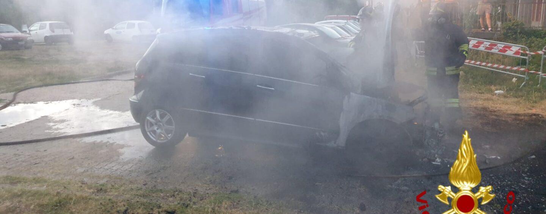 Atripalda, auto a fuoco in contrada Alvanite all'alba