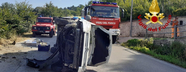Montemarano: sbanda con l'auto e si ribalta