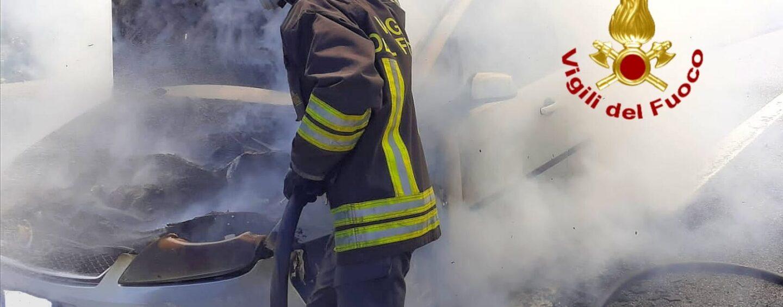 Auto in fiamme sull'A16: paura per un 40enne di Serino