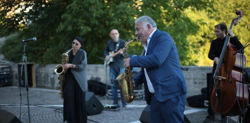 FOTO / La magia del jazz di Zurzolo nella magica alba dei monti del Partenio