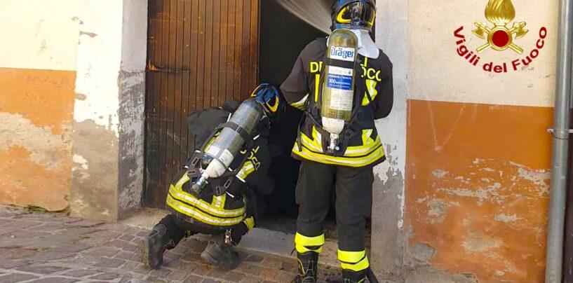Montefalcione, fiamme a un deposito: nessun ferito