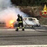Monteforte, auto prende fuoco in autostrada