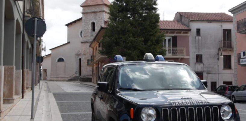 Lioni, litiga in piazza con l'ex moglie e aggredisce i carabinieri: arrestato un 36enne