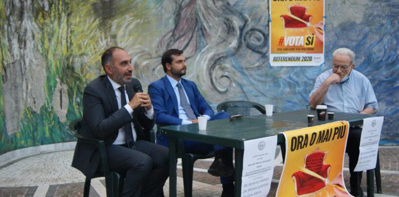 Referendum, gazebo ad Avellino del MoVimento 5 Stelle con Carlo Sibilia