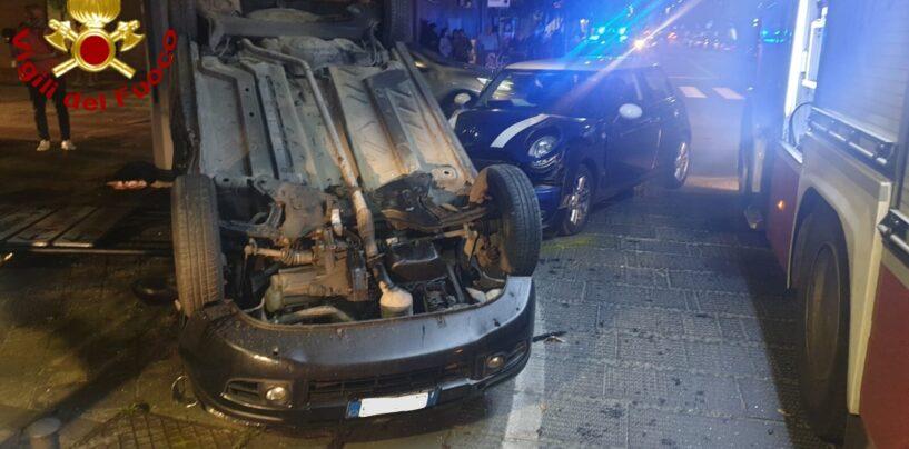 FOTO / Avellino, incidente di via Roma: tre giovani in ospedale