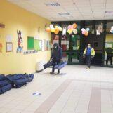 FOTO /  A Monteforte si va a scuola, ma per dormire: la notte degli evacuati