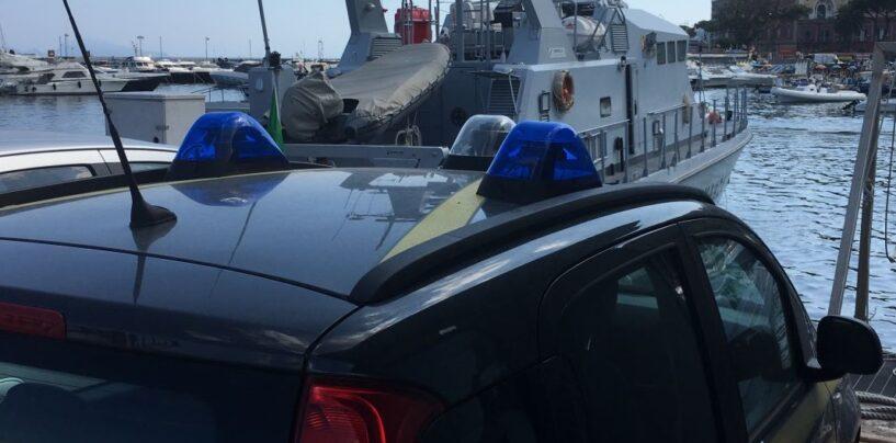 Napoli, scoglio di Marechiaro: sequestrati due stabilimenti balneari abusivi