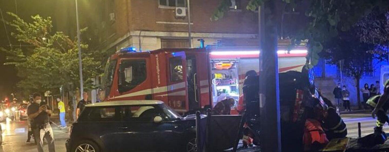 Avellino, violento incidente in via Roma: auto si ribalta