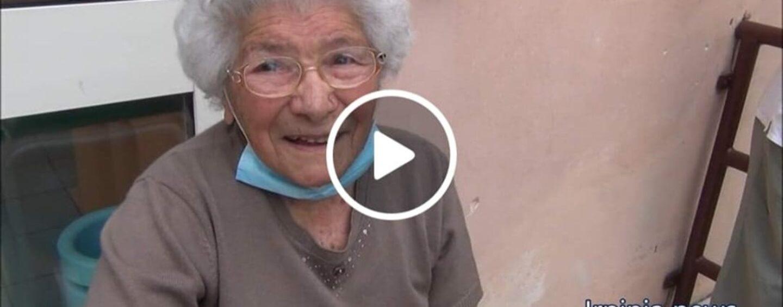 VIDEO/Va a votare a 106 anni, l'esempio di nonna Mariuccia di Pratola Serra