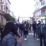 """VIDEO/ Avellino, la protesta dei negozianti al corso: """"Il Governo ci sta facendo fallire"""""""