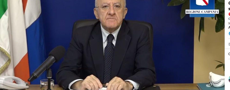 """De Luca: """"Con 400 contagi chiusura scuole inevitabile"""". """"Il Governo perde tempo e aggrava situazione"""". """"Oggi in Campania 3186 positivi"""""""