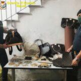 VIDEO/ Articoli contraffatti nel Napoletano: due denunce