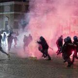 Roma: bombe carta e scooter incendiati per protestare contro il coprifuoco