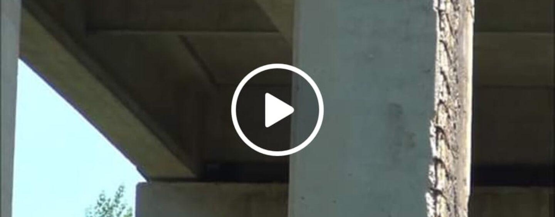VIDEO/Castelfranci, Il ponte da incubo sull'Ofantina: condizioni statiche pessime e senso unico alternato
