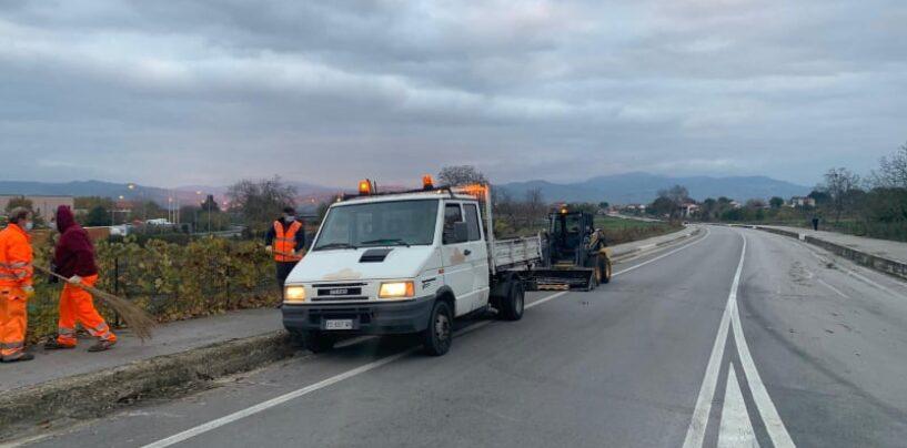 Grottaminarda, operai al lavoro per la manutenzione delle strade provinciali