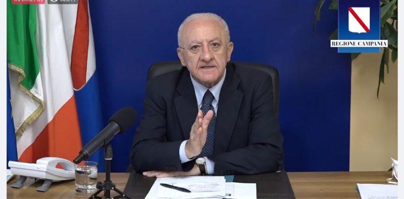 """""""La situazione non è buona, da lunedì chiuse tutte le scuole"""": De Luca ritorna alle misure drastiche"""