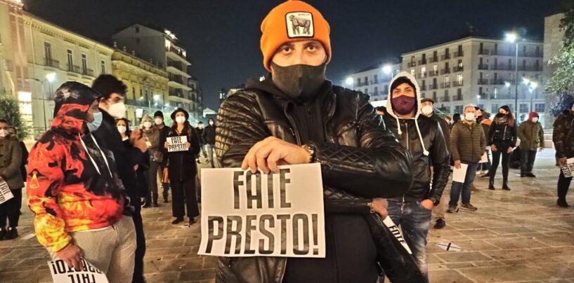 """FOTO / La bella piazza di Avellino, civile e ordinata. La """"palla"""" ora passa al Prefetto"""