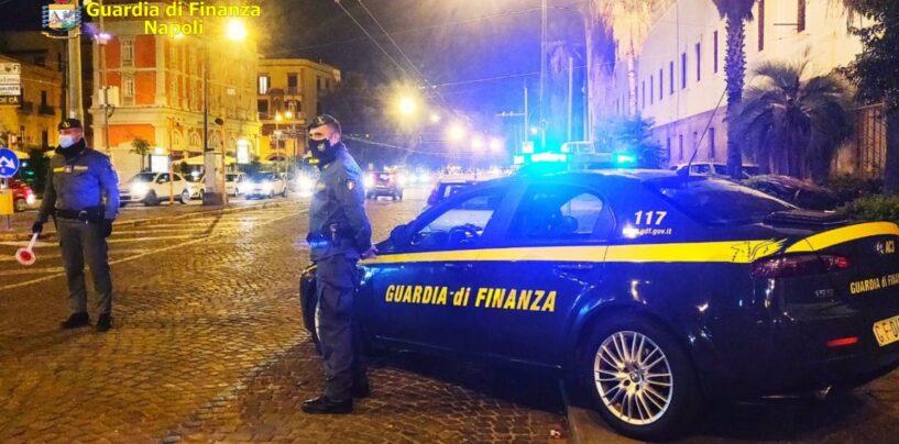 FOTO / Stretta anti-covid, controlli a tappeto della Finanza di Napoli