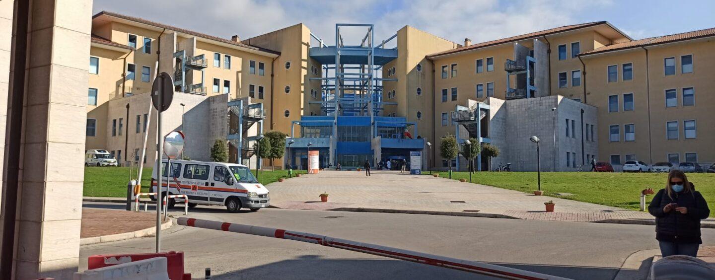 Moscati di Avellino, 61 i pazienti positivi ricoverati: 5 in terapia intensiva