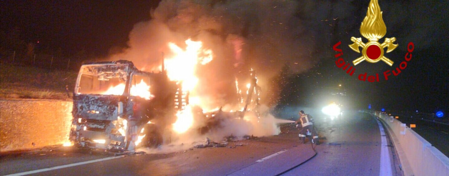 A16 Napoli – Canosa: camion in fiamme