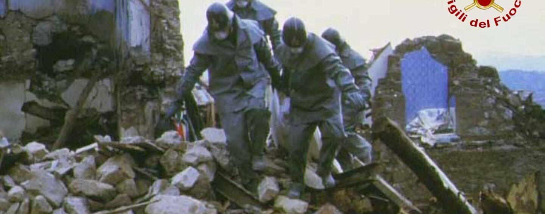 FOTO / Sisma '80, vigili del fuoco al lavoro senza sosta fino al 5 gennaio del 1981: testimonianze e ricordi