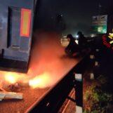Autocarro in fiamme sull'A16: arrivano i Vigili del Fuoco