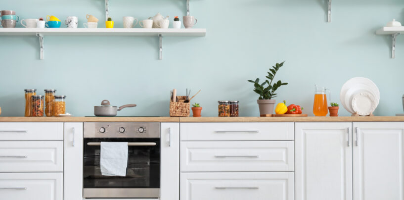 Le mensole da cucina: complementi utili ed eleganti