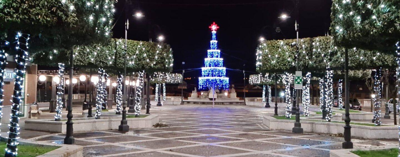 Luminarie accese, atmosfera di Natale a Grottaminarda nonostante tutto