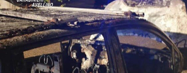 Sant'Angelo all'Esca, auto in fiamme nella notte