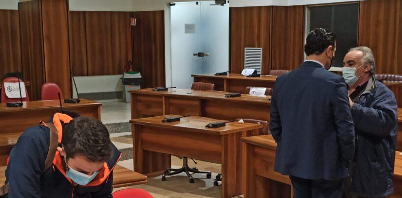 FOTO / L'opposizione porta il sindaco in aula. Il ritorno a scuola approda in consiglio comunale il 29 dicembre