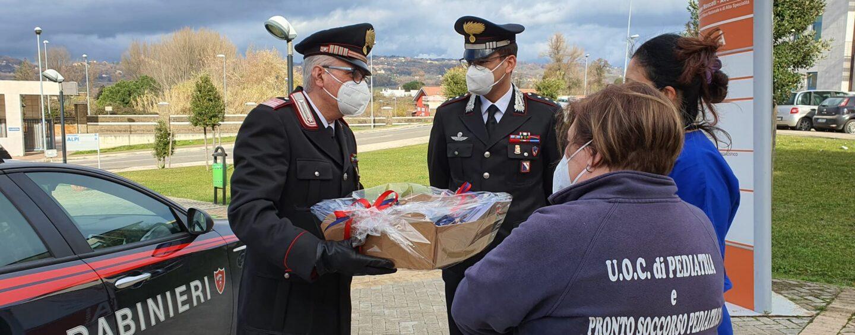 """Carabinieri versione """"Babbo Natale"""", doni ai piccoli pazienti dei reparti di pediatria degli ospedali irpini"""