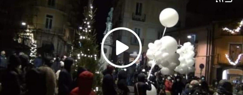 VIDEO/Avellino, l'ultimo saluto a Massimo D'Argenio, il fotoreporter più amato in città