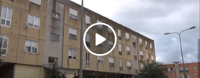 Prefabbricati rione Parco: negli appartamenti piove, c'è umidità e muffa, la protesta dei residenti /VIDEO