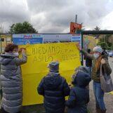 """FOTO / """"Basta dad, amplifica le diseguaglianze"""". Genitori e bambini in piazza anche ad Avellino: """"La scuola si fa a scuola"""""""