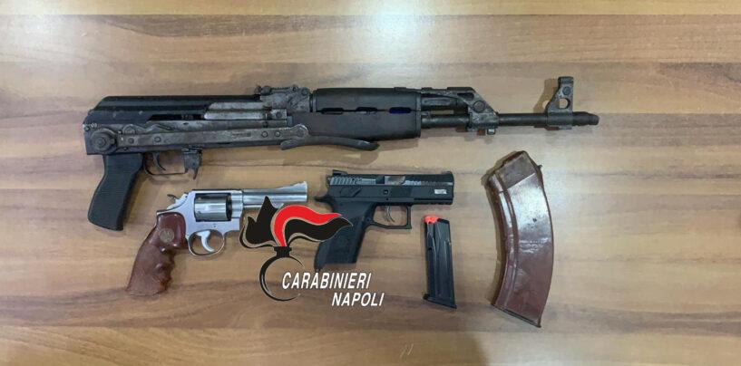 Afragola, i carabinieri sequestrano armi in un deposito: spunta anche un kalashnikov
