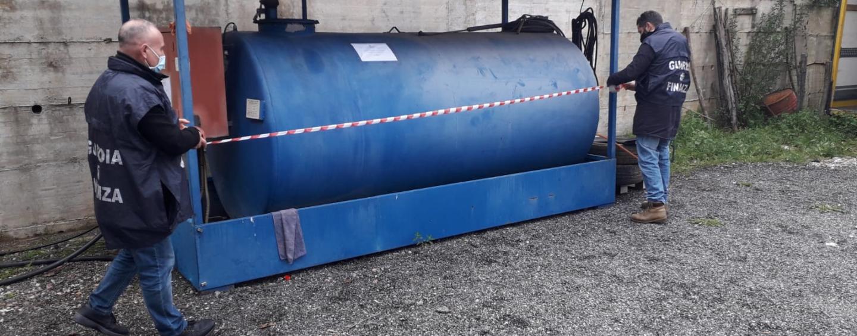"""Società per il trasporto turistico del Salernitano riforniva i propri pullman con il gasolio """"agricolo"""": sequestrati 7 automezzi e circa 5.000 litri di prodotto"""