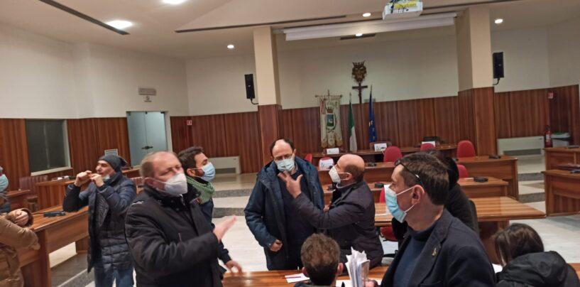 """FOTO / """"Qualcuno ci vuole fuori dalle commissioni"""". Avellino, è di nuovo bagarre tra opposizione e maggioranza"""