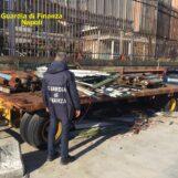 VIDEO/ Maxi sequestro di rifiuti speciali stoccati senza autorizzazione al porto di Napoli