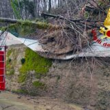 Caduta alberi, frane e allagamenti: il bilancio di una giornata di super lavoro per i caschi rossi di Avellino