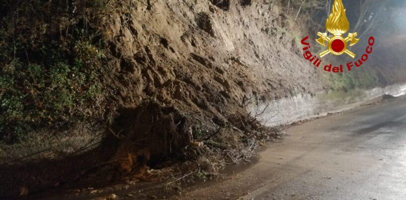 Mirabella, frana la provinciale: strada chiusa al traffico