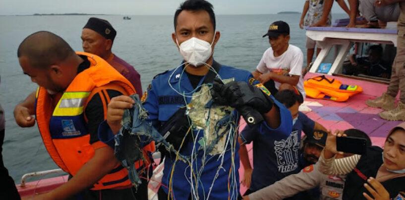 Indonesia, ministro Trasporti: 7 bambini a bordo del Boeing precipitato