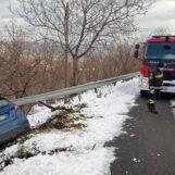 Ospedaletto d'Alpinolo: auto finisce fuori strada
