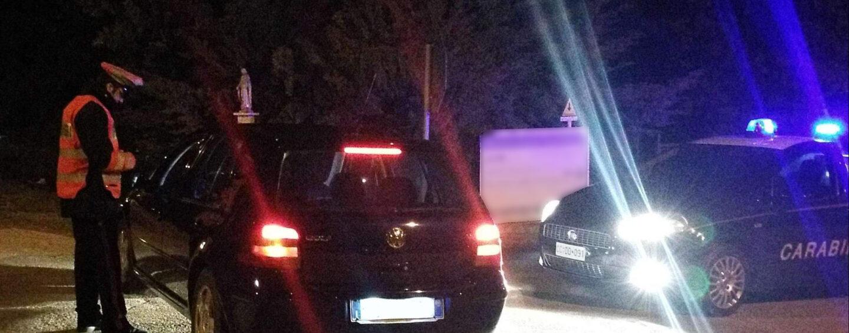 Si aggira di notte con fare sospetto vicino case isolate: allontanato dai Carabinieri