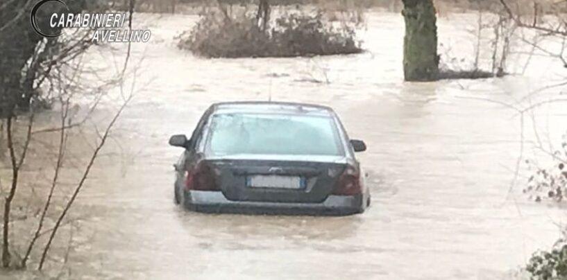Anziana intrappolata in auto nelle acque dell'Ofanto: salvata dai Carabinieri
