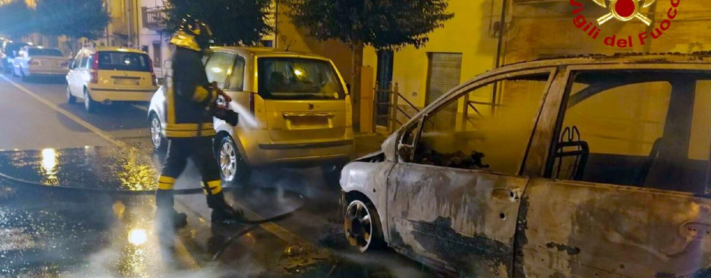 Pratola Serra, auto in fiamme nella notte